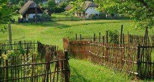 falu fonott kerítés