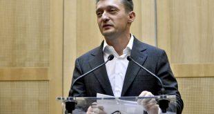Budapest, 2016. október 27. Rogán Antal, a Miniszterelnöki Kabinetirodát vezetõ miniszter sajtótájékoztatót tart hivatalában Egy bírósági tárgyalás elé címmel 2016. október 27-én. MTI Fotó: Marjai János